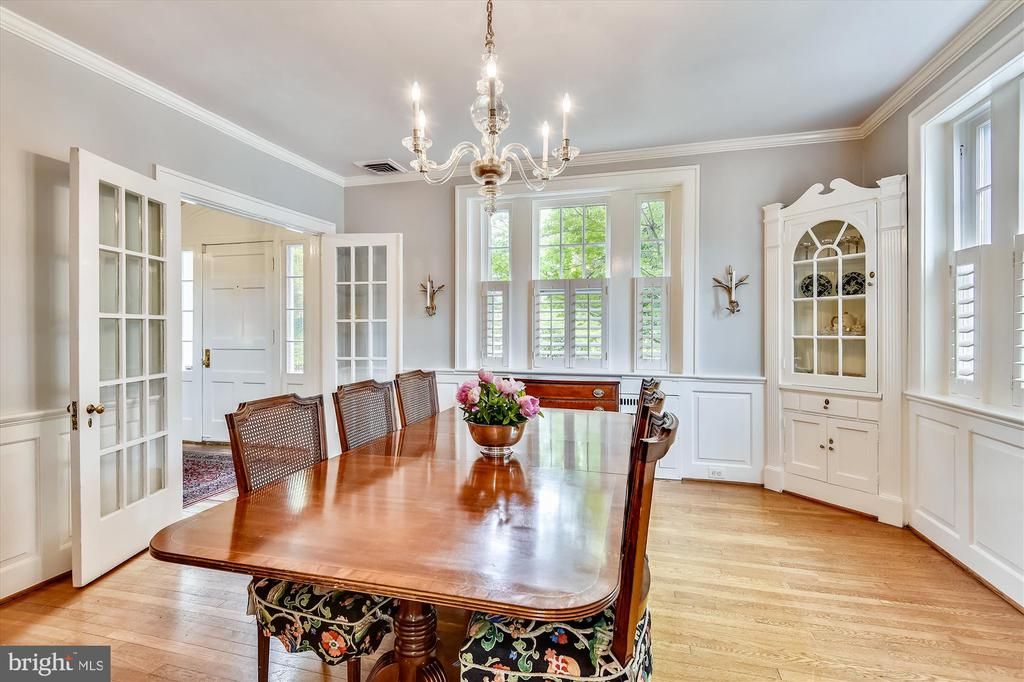 Elegant formal dining room - 2407 KING ST, ALEXANDRIA