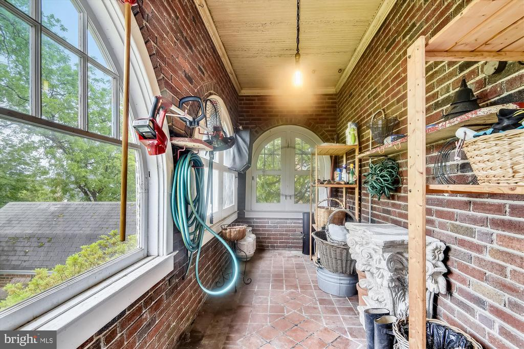 Garden room in garage - storage for outdoor tools - 2407 KING ST, ALEXANDRIA