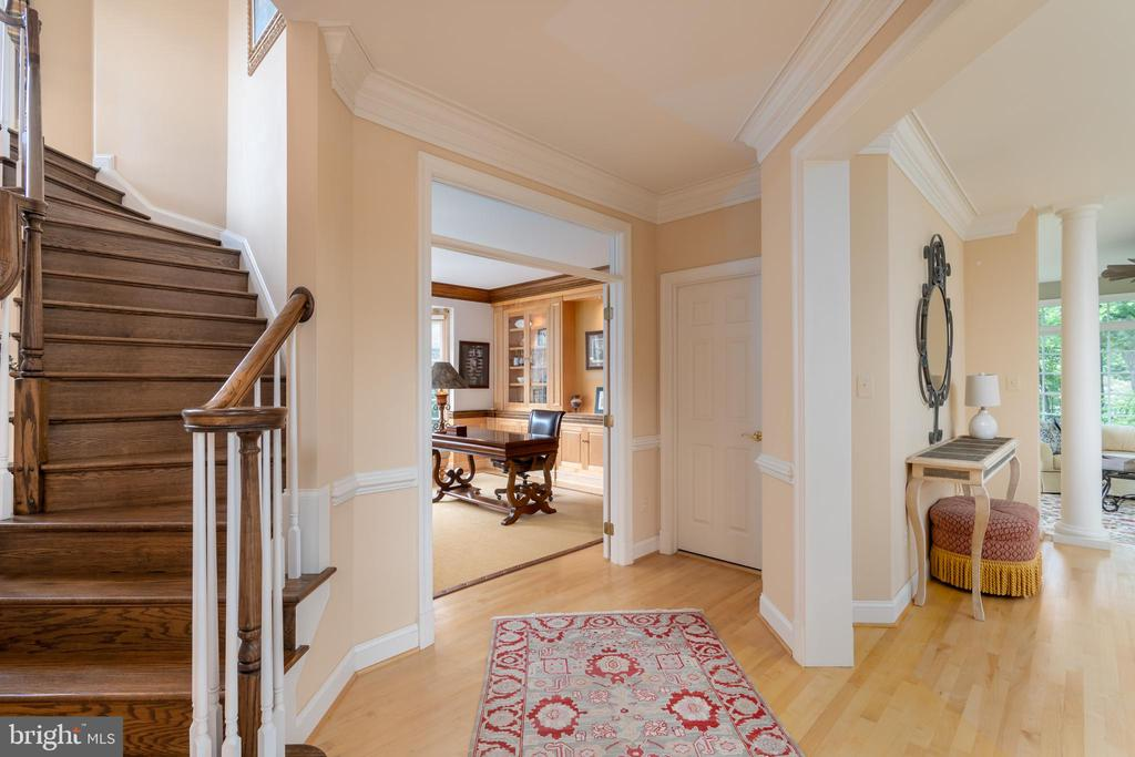 Entry to library/study - 3242 FOXVALE DR, OAKTON