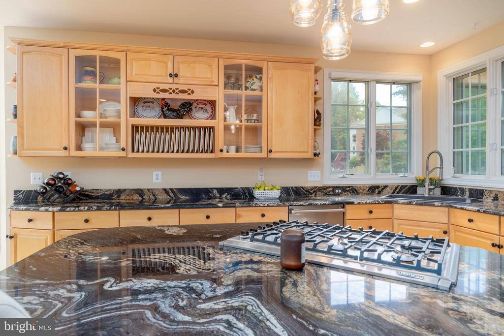 Kitchen with newer granite countertops - 3242 FOXVALE DR, OAKTON