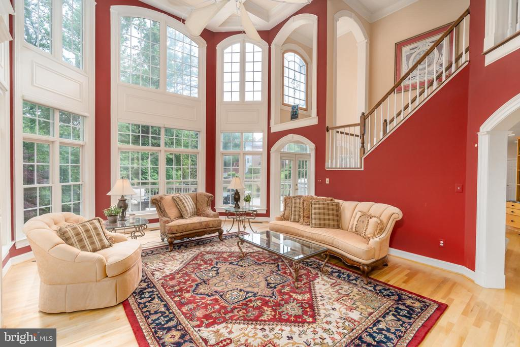 Two-story family room with floor - ceiling windows - 3242 FOXVALE DR, OAKTON