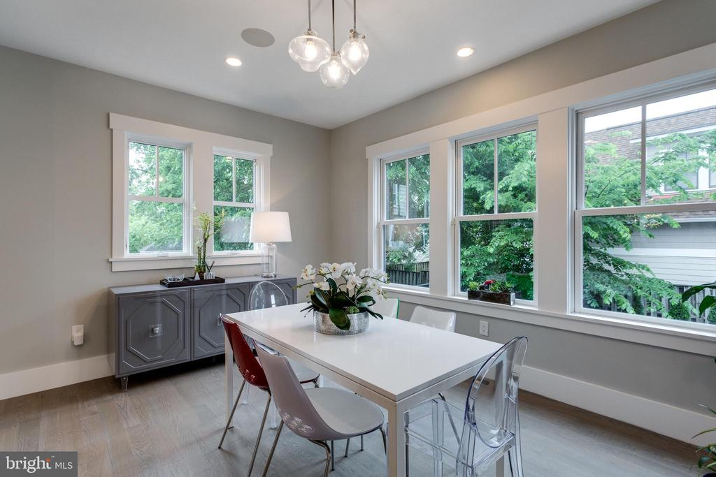Enjoy the outdoor with large windows - 1313 N HERNDON ST, ARLINGTON
