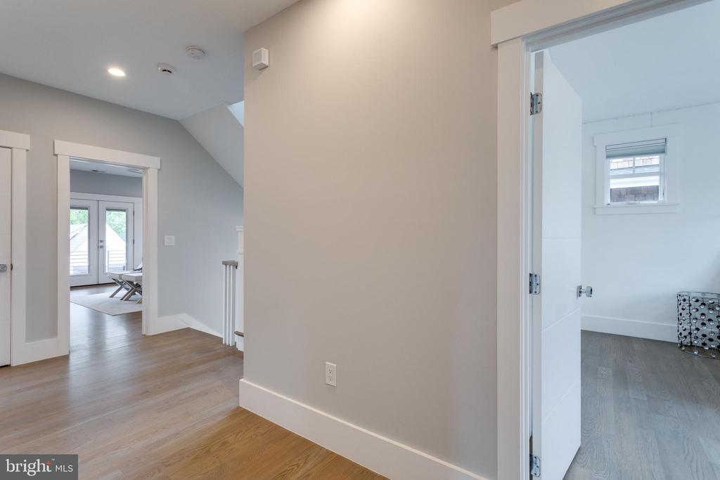 2nd floor hallway - 1313 N HERNDON ST, ARLINGTON