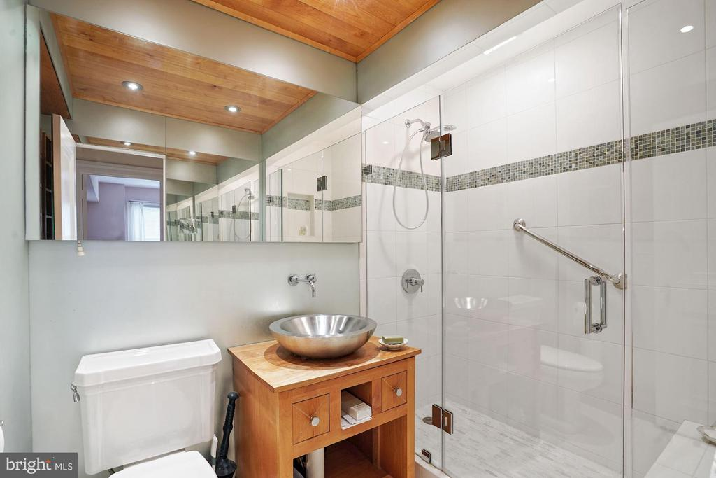 Sumptuous Master Bath - 4000 CATHEDRAL AVE NW #20-21B, WASHINGTON