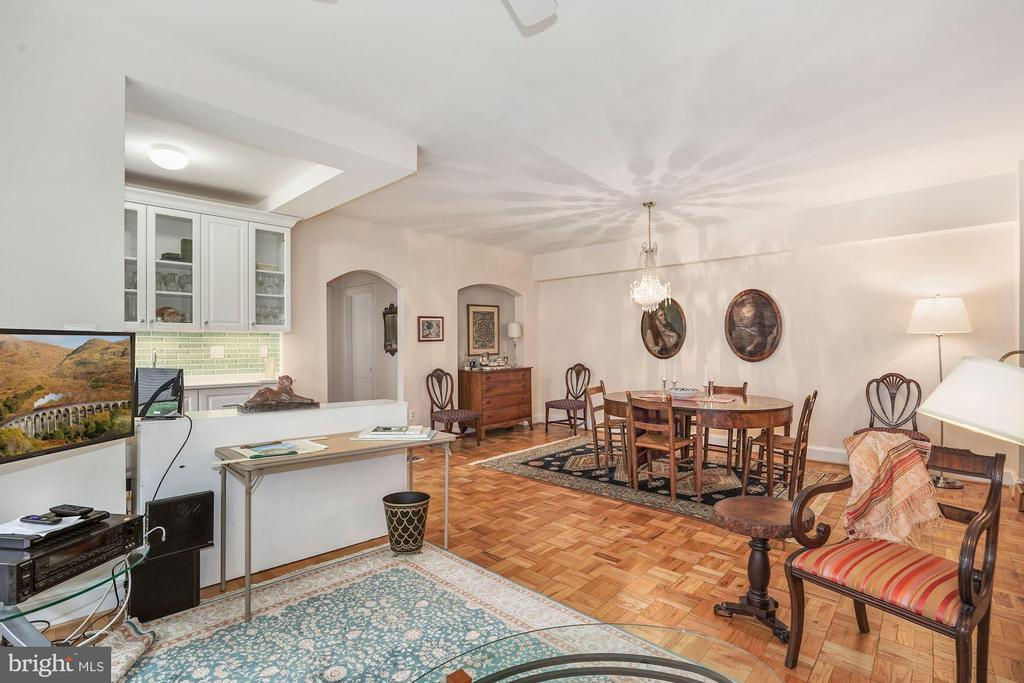 Open Airy Dining Room, Second Living Room, Wet Bar - 4000 CATHEDRAL AVE NW #20-21B, WASHINGTON