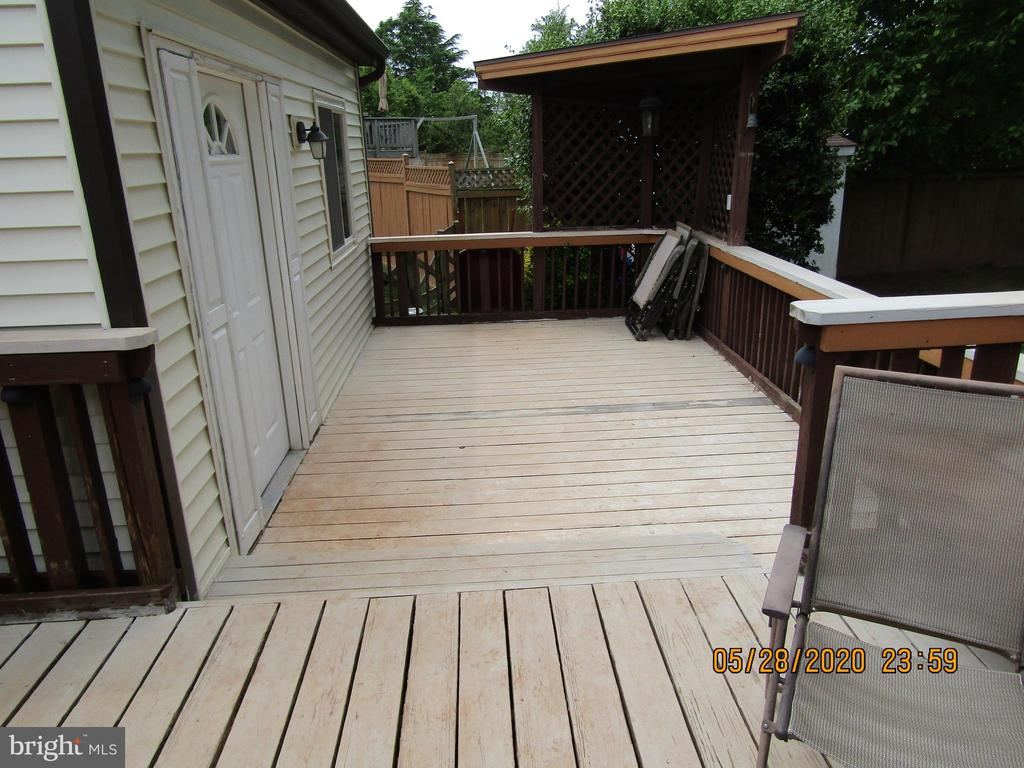 Deck with entrance to 4th BR - 13008 ROCK SPRAY CT, HERNDON