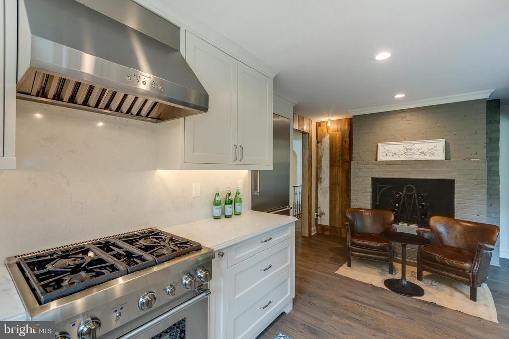 Another view of the kitchen - 3401 N EMERSON ST, ARLINGTON