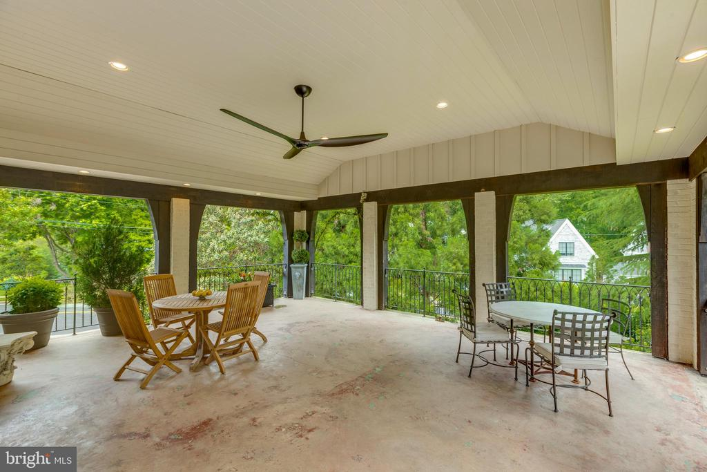 Oversize veranda  was once an interior family room - 3401 N EMERSON ST, ARLINGTON