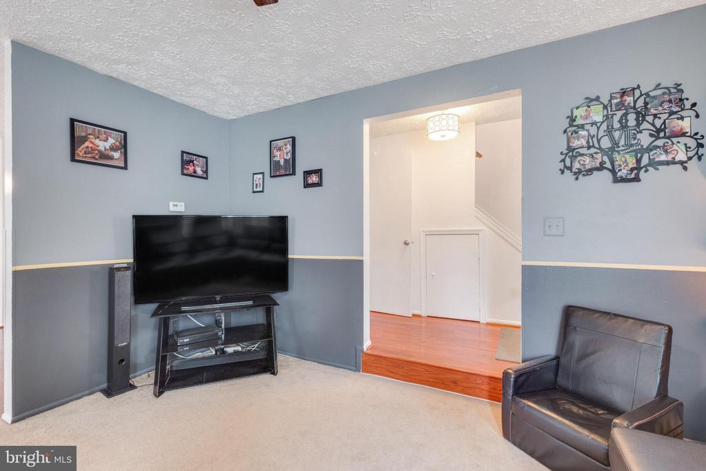 Relax in your living room - 14337 MARLBOROUGH LN, UPPER MARLBORO