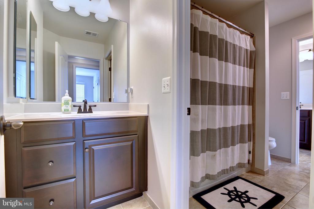 Jack n Jill Bathroom for Bedrooms #1 & #2 - 42602 STRATFORD LANDING DR, BRAMBLETON