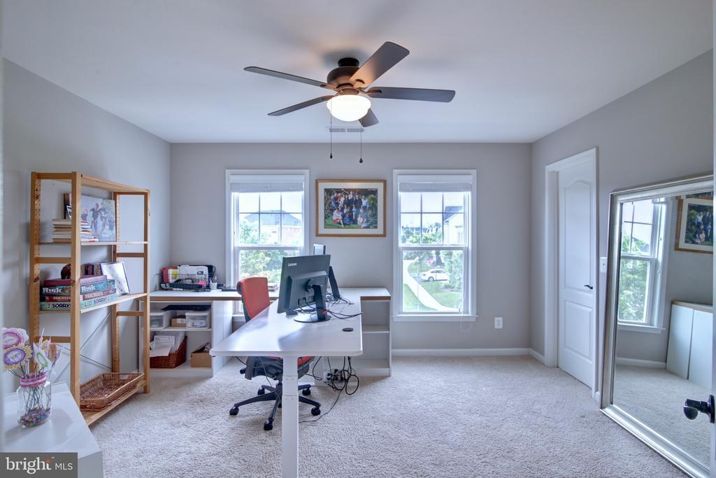 Upstairs Bedroom #2 with Jack n Jill  Bathroom - 42602 STRATFORD LANDING DR, BRAMBLETON