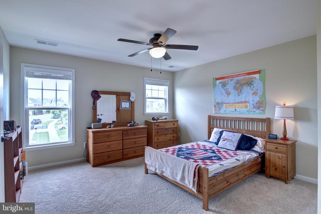 Upstairs Bedroom #1 with Jack n Jill  Bathroom - 42602 STRATFORD LANDING DR, BRAMBLETON