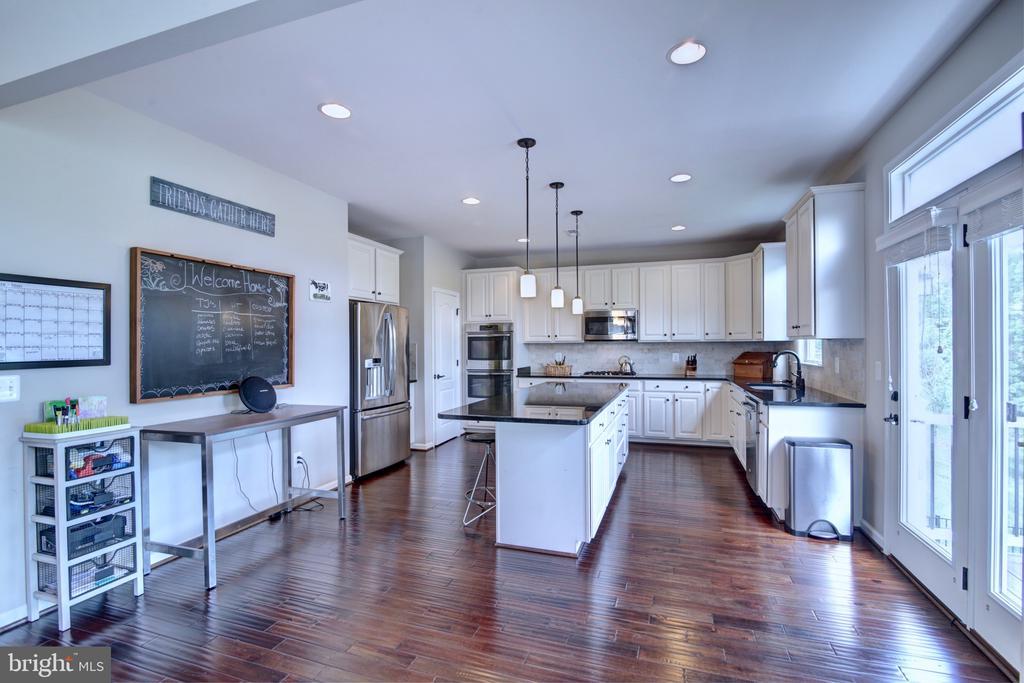 Stunning Gourmet Kitchen - 42602 STRATFORD LANDING DR, BRAMBLETON