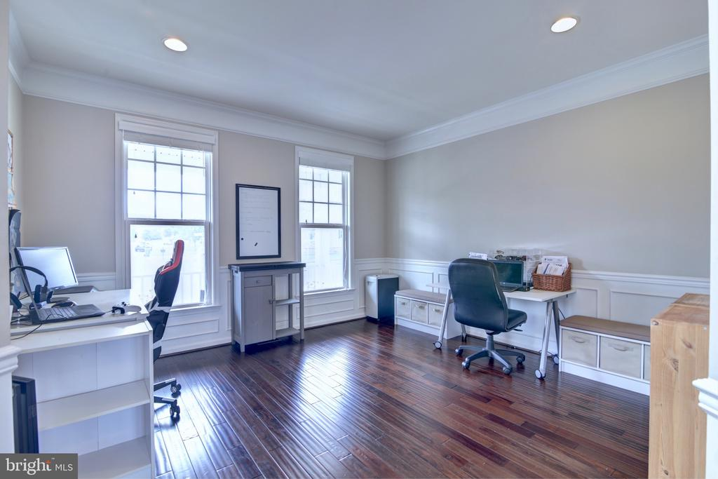 Main Level Office Space or Formal Sitting Room - 42602 STRATFORD LANDING DR, BRAMBLETON