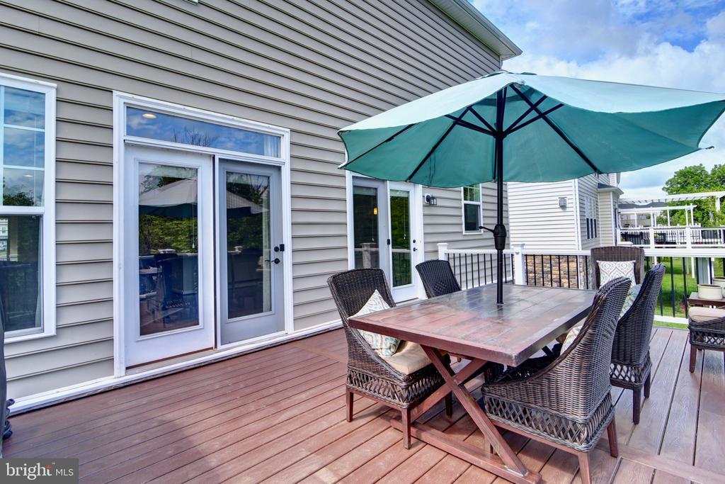 Composite Deck 21'x14' Overlooks Fenced Yard - 42602 STRATFORD LANDING DR, BRAMBLETON