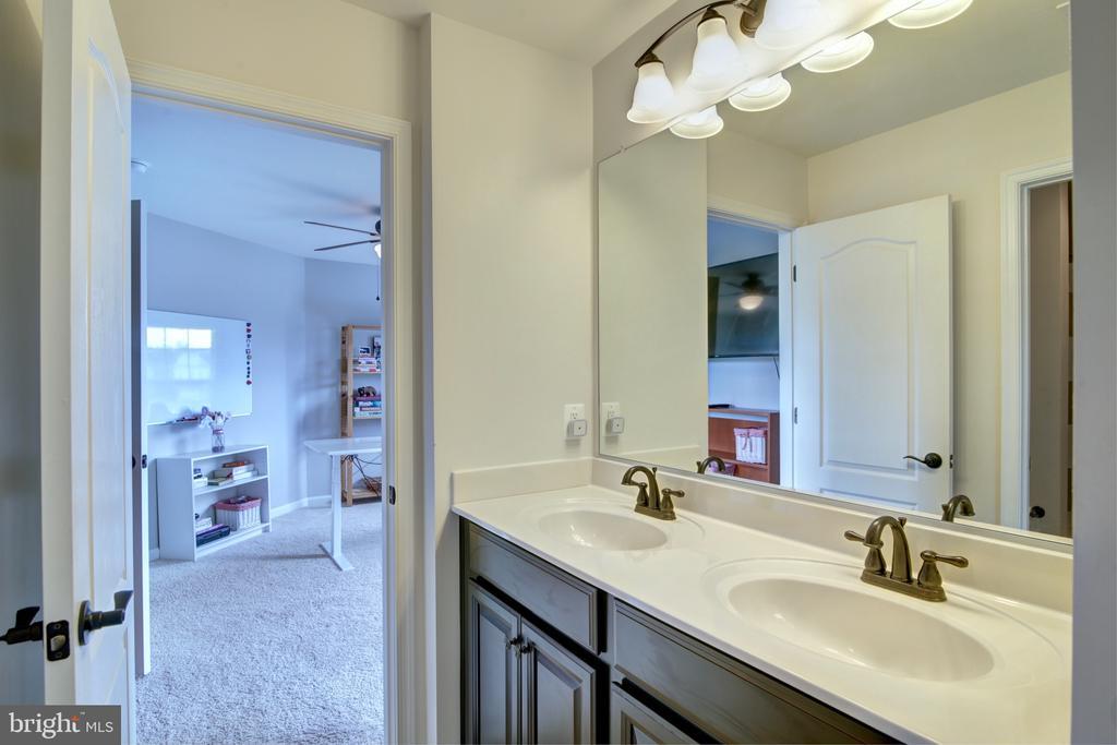 Double Sinks in Jack n Jill Bathroom - 42602 STRATFORD LANDING DR, BRAMBLETON