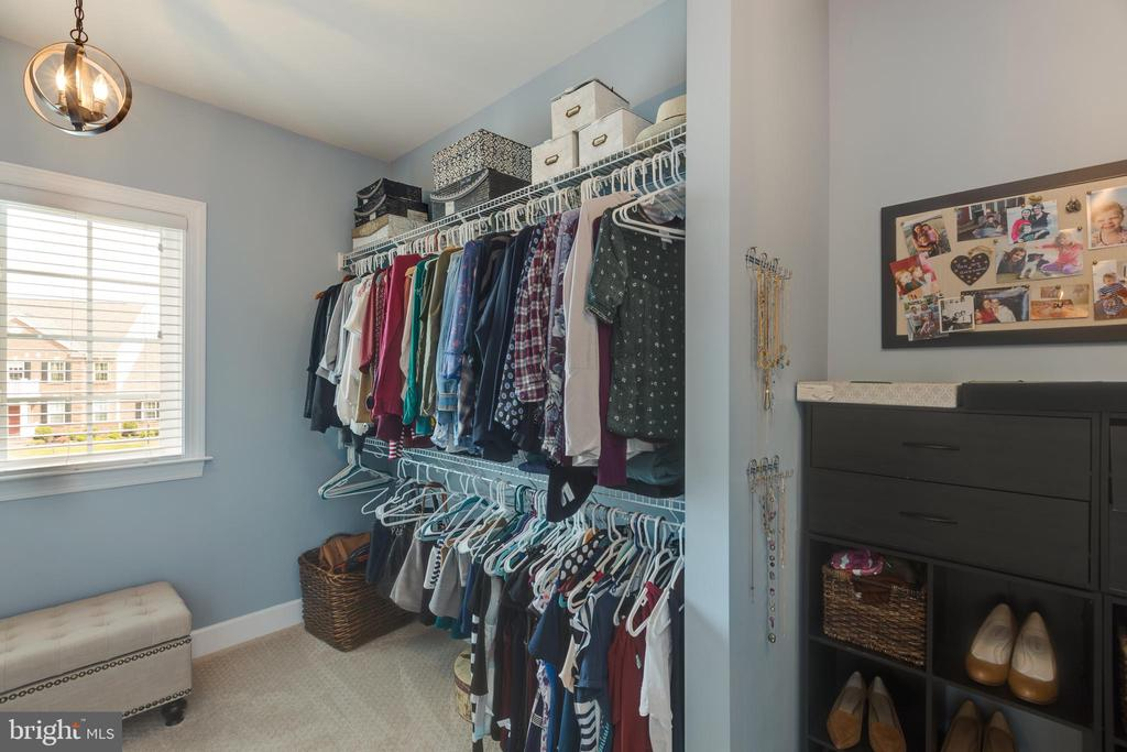 Large walk in closet one in master - 15645 CRISTABEL LN, LEESBURG