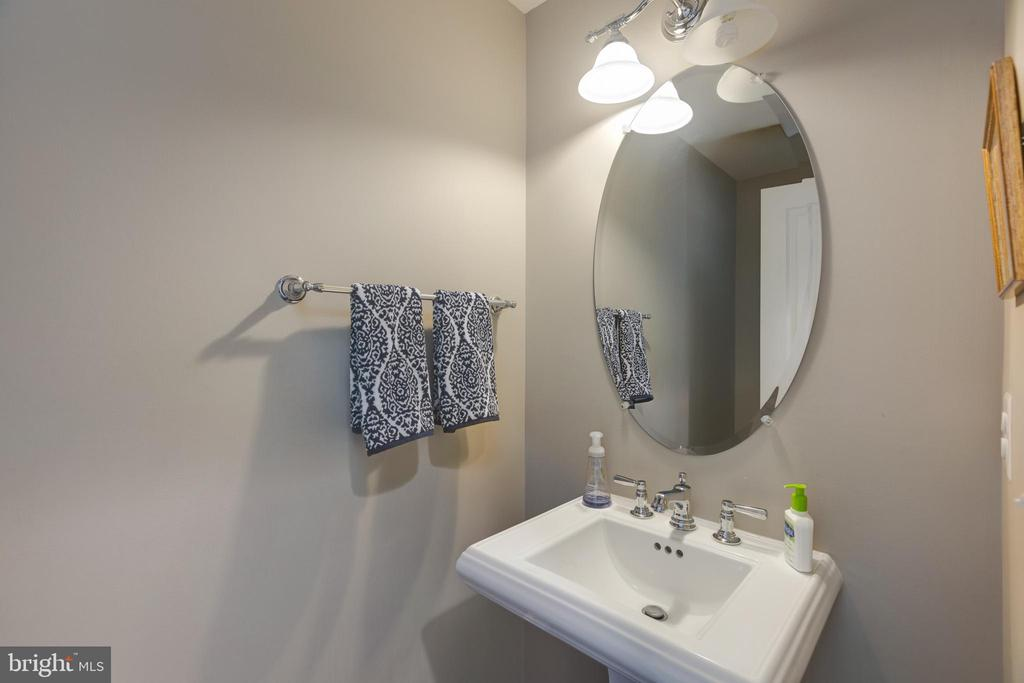 Half bath on main level - 15645 CRISTABEL LN, LEESBURG