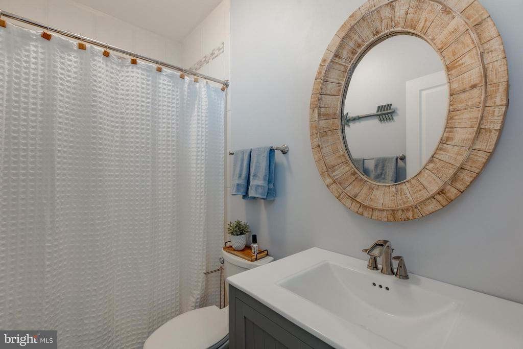 Lower level full bathroom - 15645 CRISTABEL LN, LEESBURG