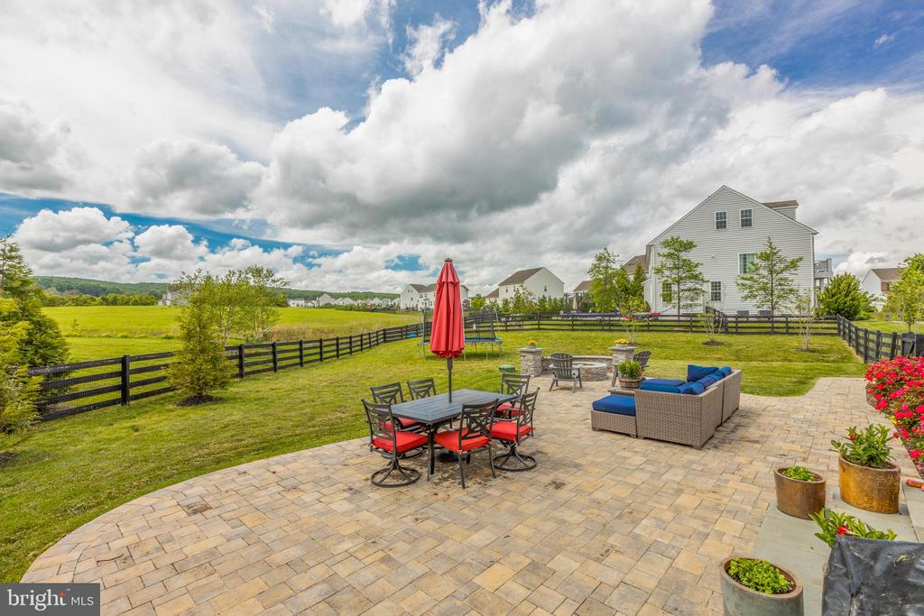 Beautiful custom stone patio - 15645 CRISTABEL LN, LEESBURG