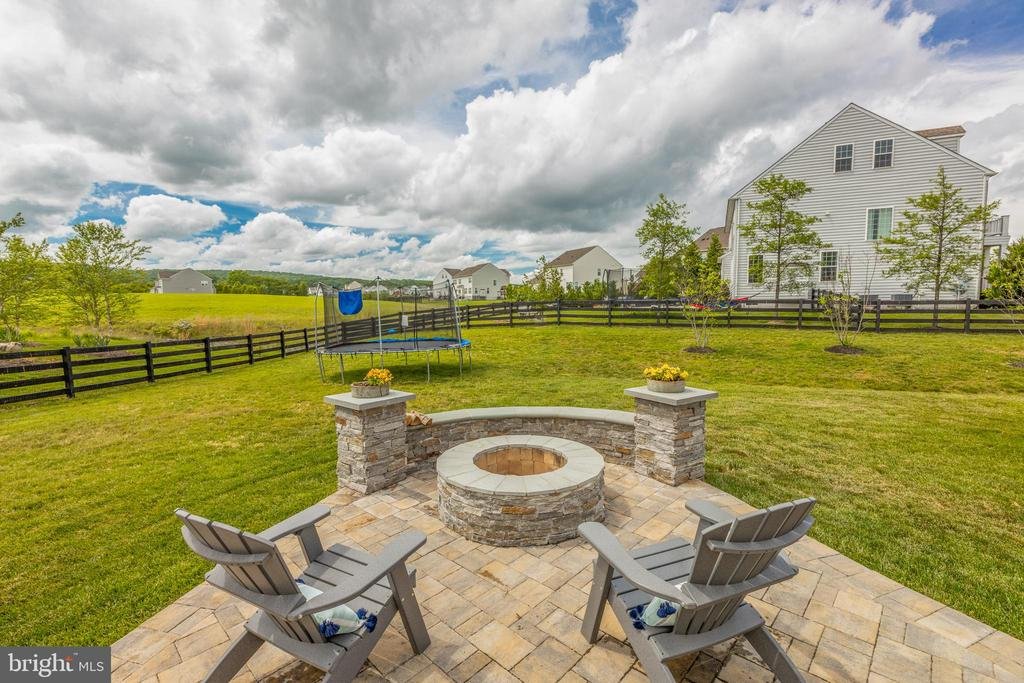 Relax and enjoy the view of you large back yard - 15645 CRISTABEL LN, LEESBURG