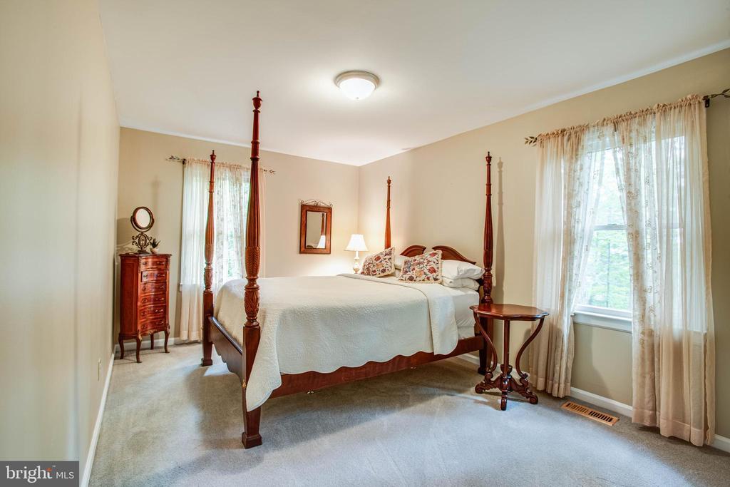 Main Level Bedroom - 22 PAWNEE DR, FREDERICKSBURG