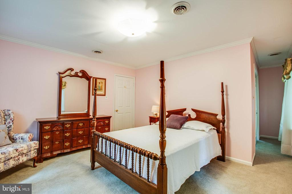 Upper Level Bedroom - 22 PAWNEE DR, FREDERICKSBURG