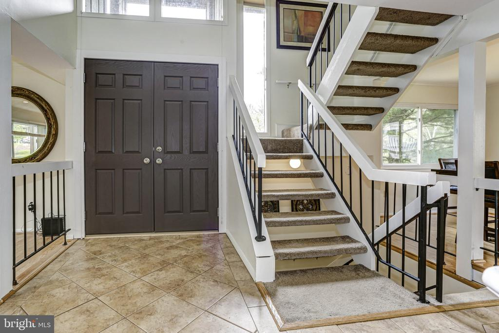 Foyer2 - 18400 STONE HOLLOW DR, GERMANTOWN