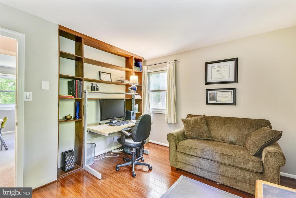 4th Bedroom can also be a comfortable office - 123 LAKE DR, STERLING