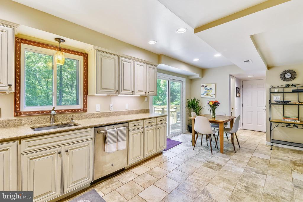 Kitchen and Breakfast Nook - 123 LAKE DR, STERLING