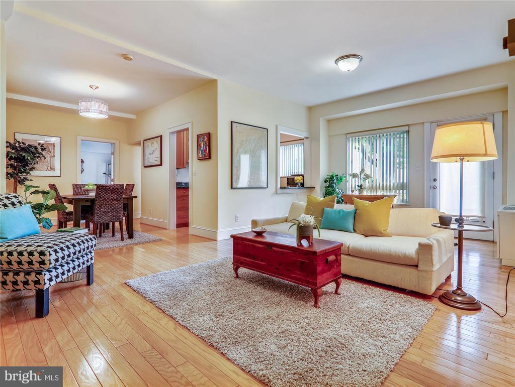 Sunny, spacious Living Room - 5315 CONNECTICUT AVE NW #108, WASHINGTON