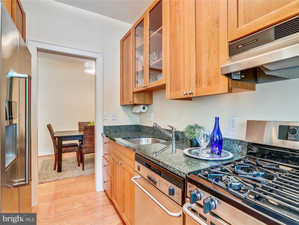Kitchen - gas range, KitchenAid fridge - 5315 CONNECTICUT AVE NW #108, WASHINGTON