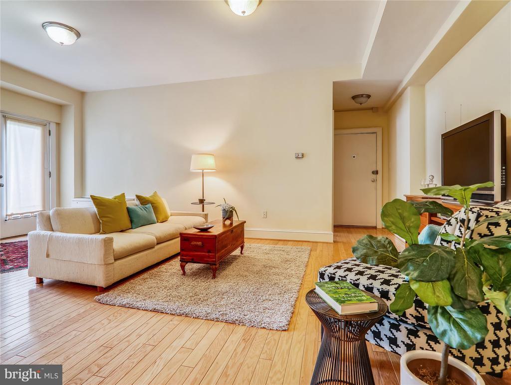 High ceilings, wood floors - 5315 CONNECTICUT AVE NW #108, WASHINGTON