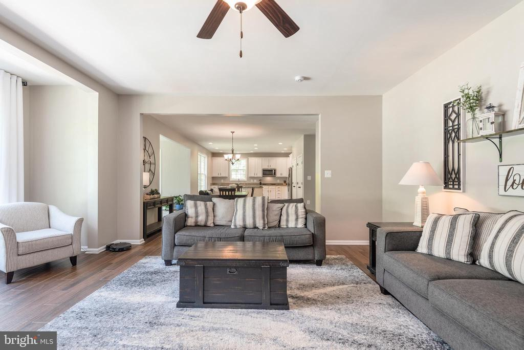 Open concept from family room to kitchen - 259 HEFLIN RD, STAFFORD