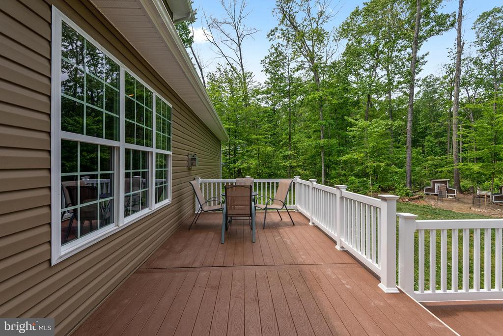 Rear composite deck to watch the ducks or trees - 259 HEFLIN RD, STAFFORD