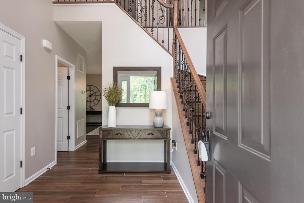 Large and open foyer - 259 HEFLIN RD, STAFFORD