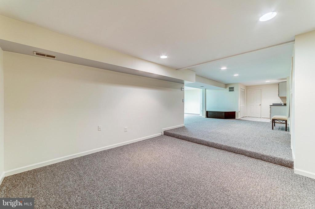 Fully finished, multi-use basement - 7804 WINDY POINT CT, SPRINGFIELD