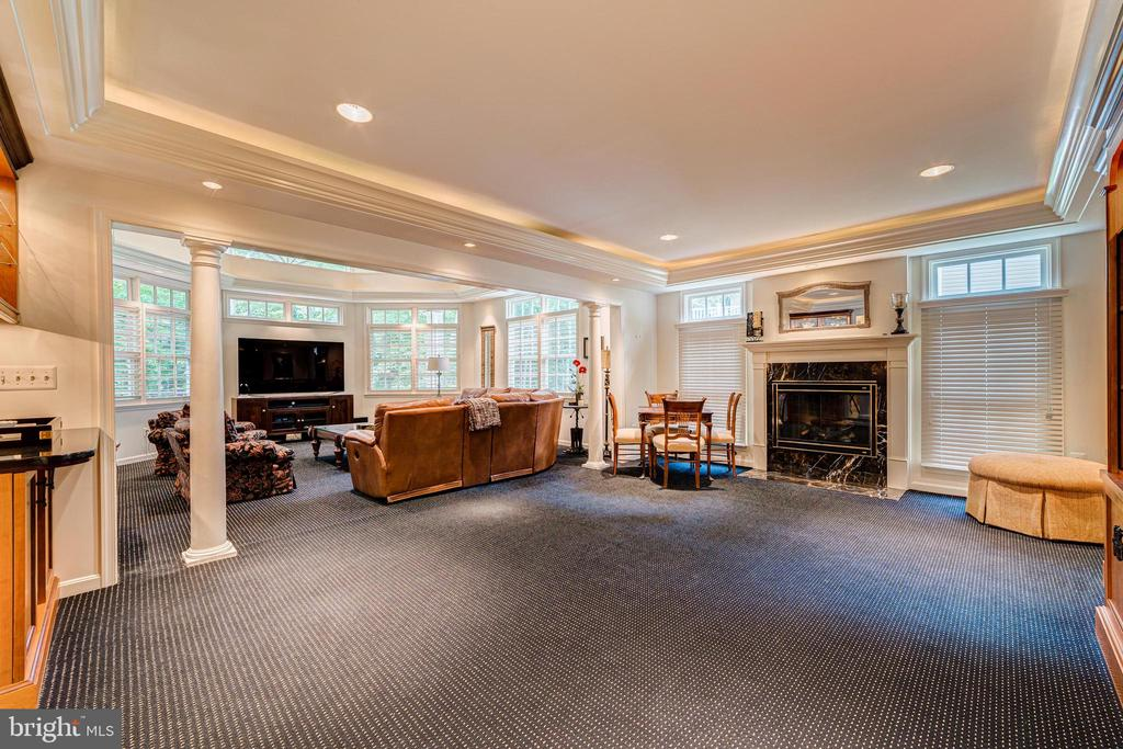 Family room is double the size - 7804 WINDY POINT CT, SPRINGFIELD