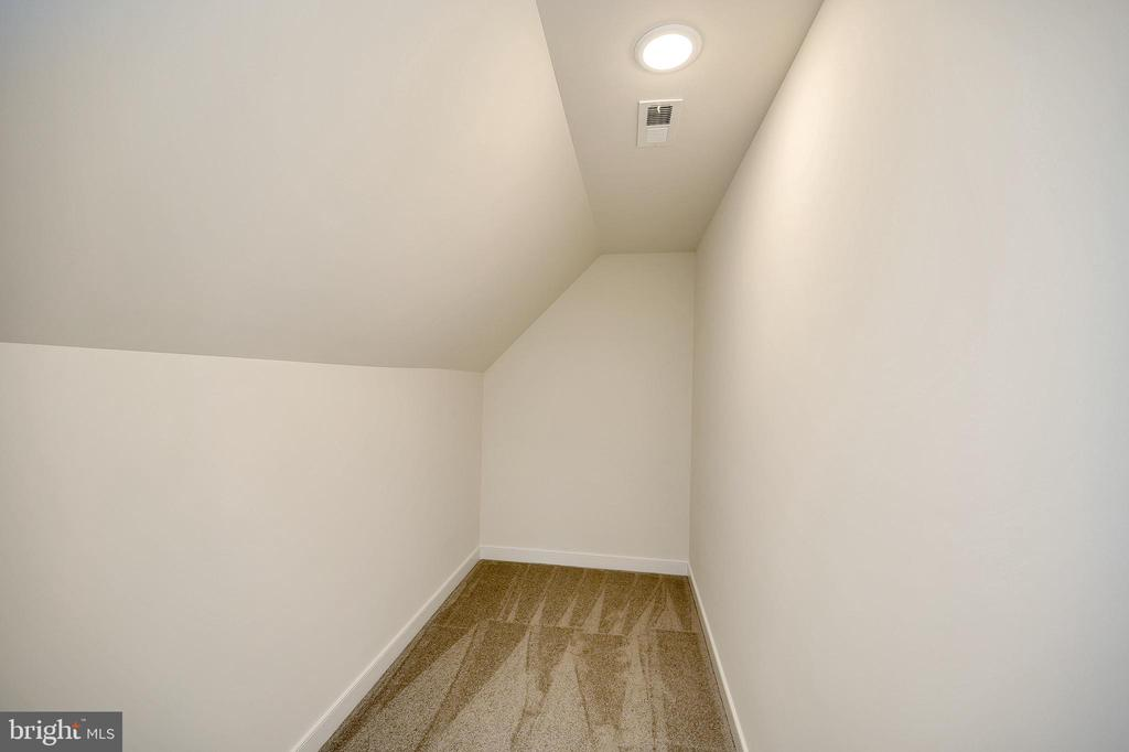 Could be a great closet - 34129 ENCHANTED WAY, LOCUST GROVE