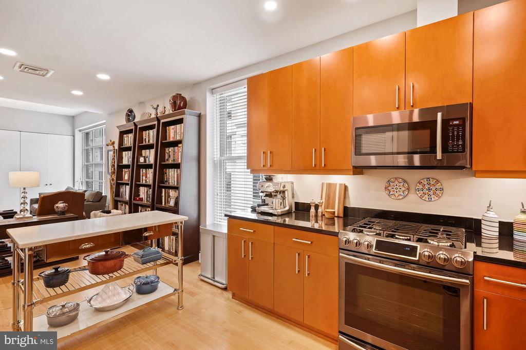 Kitchen - 675 E ST NW #350, WASHINGTON