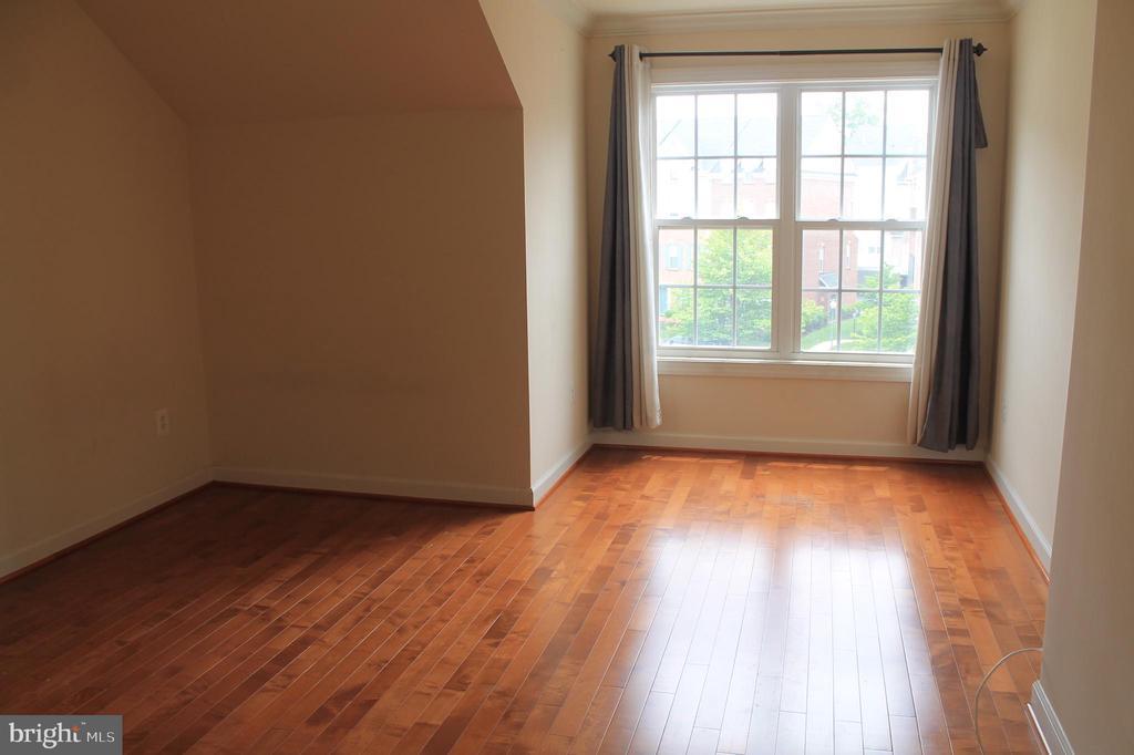 2nd upper level 2nd bedroom - 605 RAVEN AVE, GAITHERSBURG