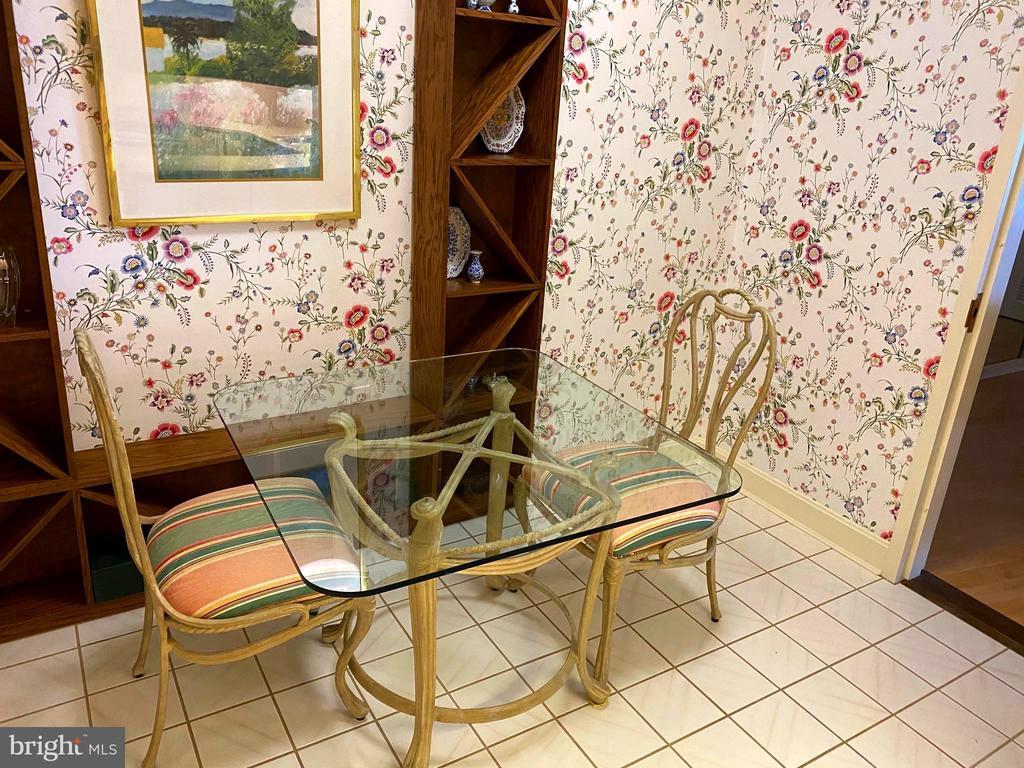 Kitchen eating space - 1300 CRYSTAL DR #1306S, ARLINGTON