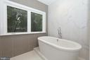 Master bath with soaking tub - 9108 SOUTHWICK ST, FAIRFAX