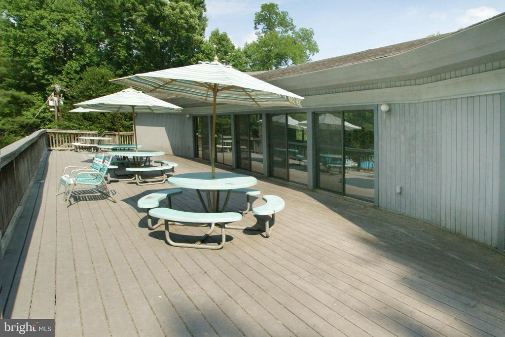 Decking overlooking the Club Pool - 9108 SOUTHWICK ST, FAIRFAX