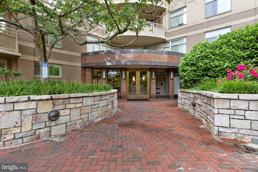 Crescent Plaza Entrance - 7111 WOODMONT #701, BETHESDA
