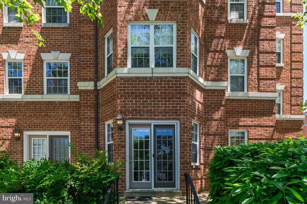 Private Entrance - 3611 38TH ST NW #101, WASHINGTON