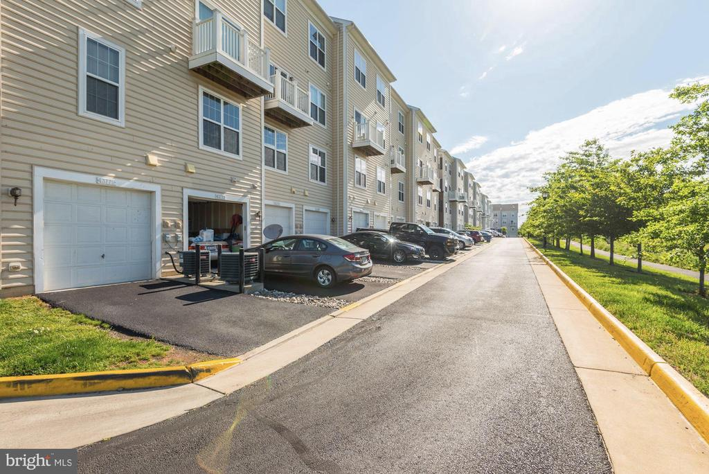 Backs to green space and no buildings! - 43779 KINGSTON STATION TER, ASHBURN