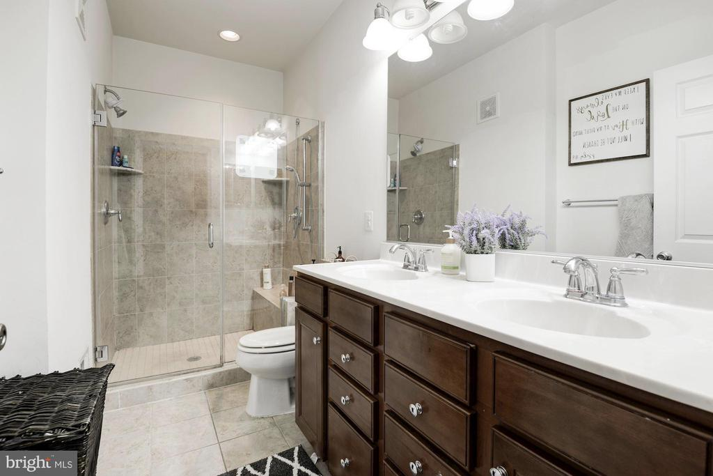 Master bath with large shower and double vanity - 43779 KINGSTON STATION TER, ASHBURN