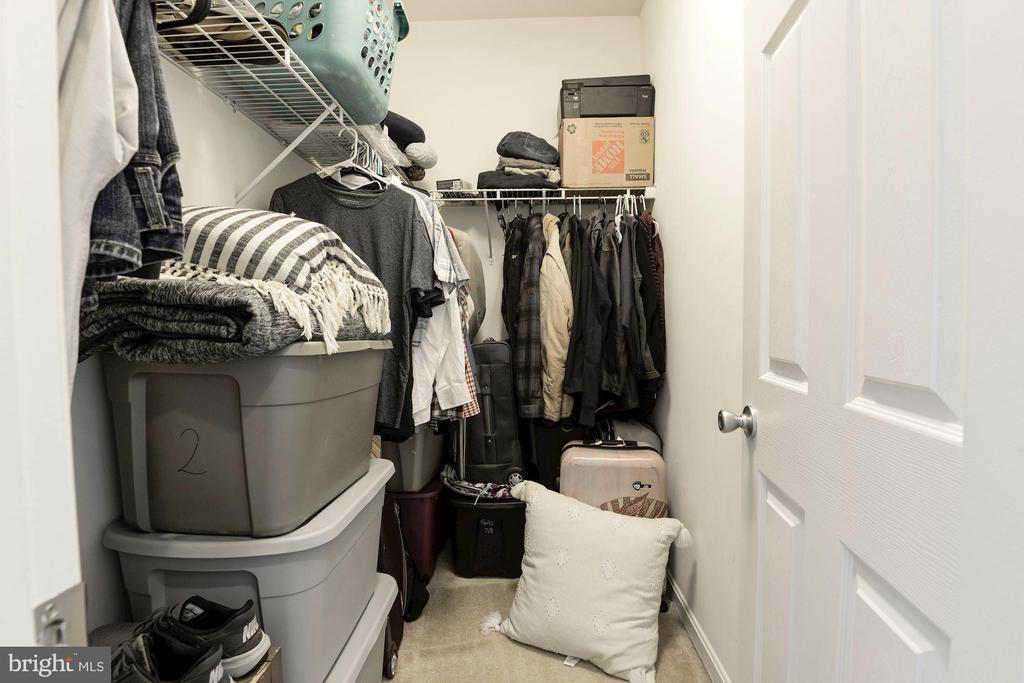 Second of two walk-in closets in Master bedroom - 43779 KINGSTON STATION TER, ASHBURN
