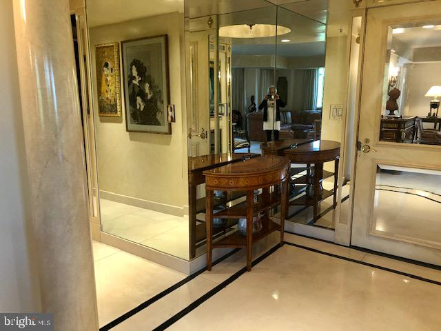 Foyer - 5809 NICHOLSON LN #409, NORTH BETHESDA